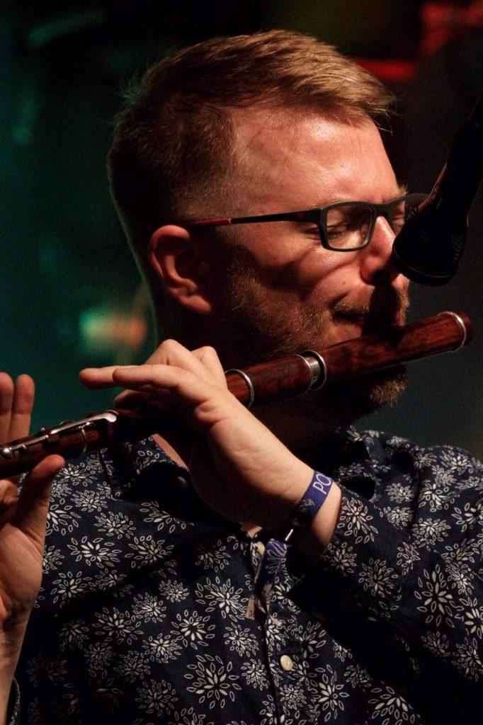 Tom Oakes Flute Tutor